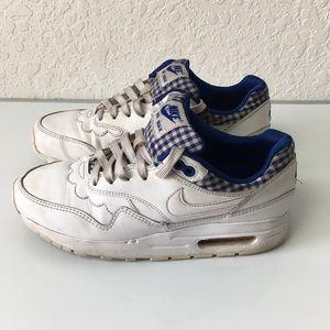 Boys Nike Air Max Shoes size 6Y